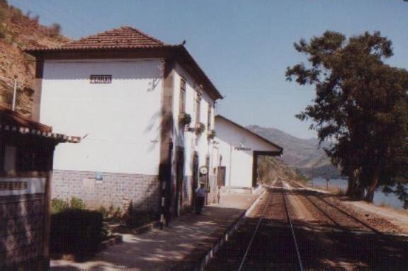 Comboio descarrilou em Sabrosa com 30 passageiros