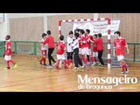 Infantis do Benfica celebram conquista do 'Bi' no Torneio Internacional Arnaldo Pereira